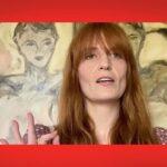 Погляньте, як Флорес Велч виконує вдома нову пісню «Light Of Love»